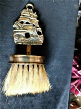 VINTAGE SMALL ELPEC BRASS CRUMB BRISTLE BRUSH WITH GALLEON HANDLE Rg No 14722